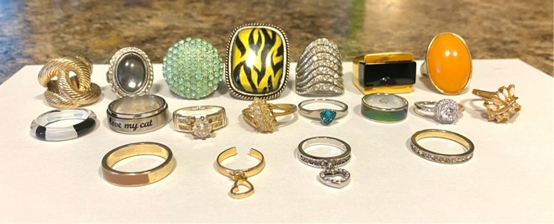 pre owned, 19 rings (Costume)