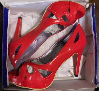Fahrenheit Womans size 10 Red Heels