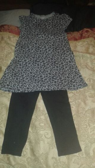 A girls (4 T) Grey Top & Black Pants