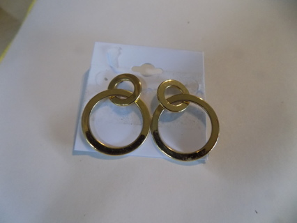 Post earrings 2 flat goldtone circles inside each other
