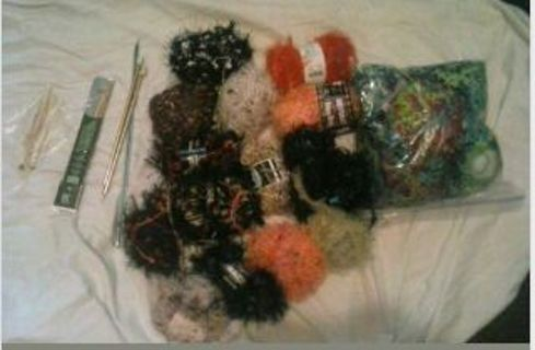 LARGE LOT OF NOVELTY YARN W/ KNITTING TOOLS - FREE SHIPPING US!!!