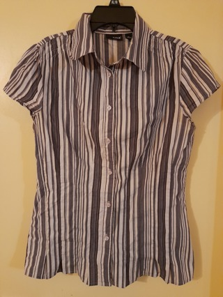 Ladies Purple striped short sleeve shirt by A.N.A. Size Small.