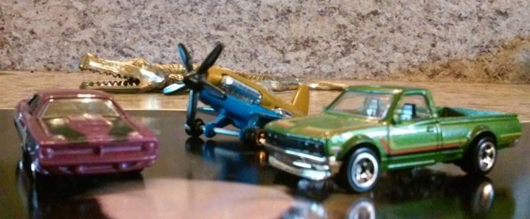 Hot Wheels - 2 Cars 1 Plane, Great Condition