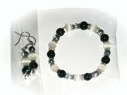 NEW! Blk/Wht Cat's Eye Bracelet/Ear Rings Set! (#BE-BlkWhtCE-003)