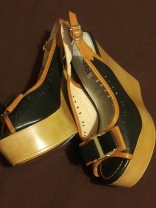 2 pair of New Size 6 Womens Kayleen Wedge Sandal / Dress Shoes and 60 address labels