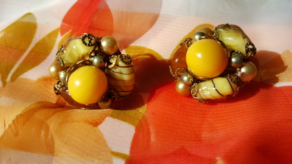 VINTAGE GLASS AND MARBLE CLIP ON EARRINGS