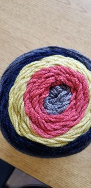 Yarn Bee sugar wheel. Fritter flutter
