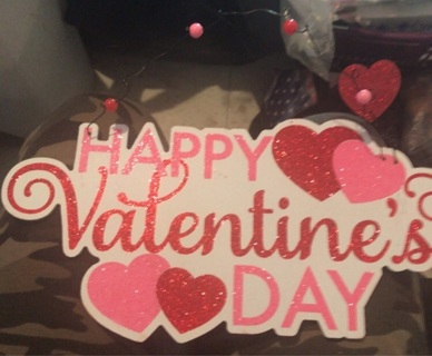 Gently Used: Valentines Day Plaque (Cardboard)