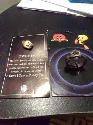 Tweety Bird Pin And Ring Set Brand New