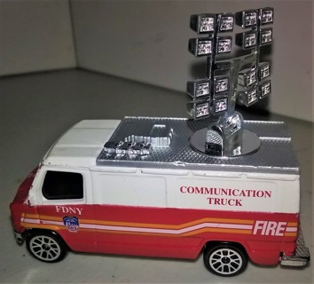 "New York City Fire Dept (FDNY) Communications Truck by Realtoy - 3"" long - VG condition"