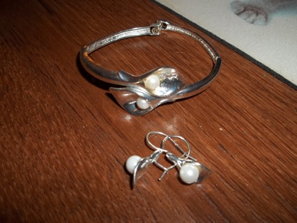 Avon Calla Lily Silver Earrings And Bracelet