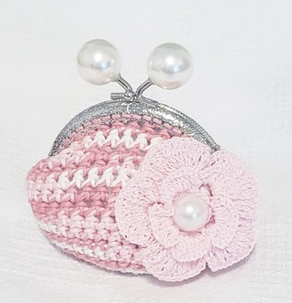 "CROCHET COIN PURSE MEASURE 3.5"" TALL 3.5 INCH WIDE"