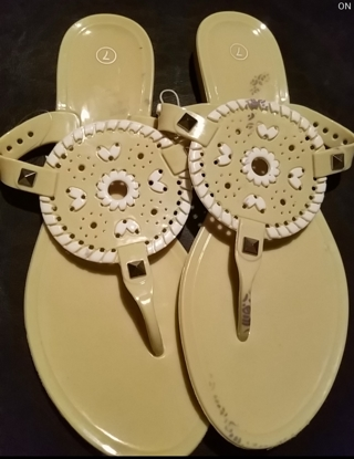 NWT!! Very Cute Ladies Sandals Size 7