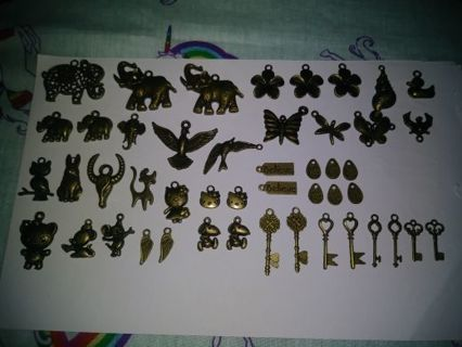 ❤✨❤47 BRAND NEW ASSORTED BRONZE CHARMS❤✨❤WINNER GETS ALL!