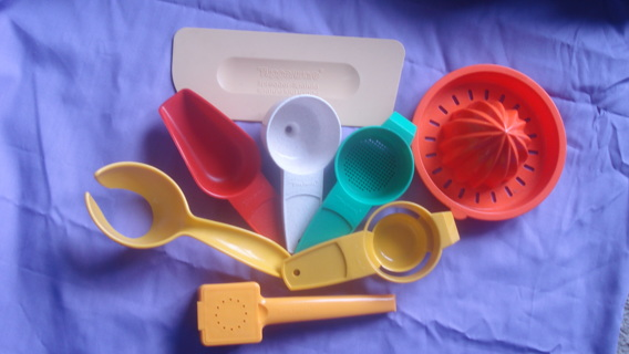 Tupperware 8 Gadget Lot