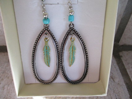 VERY PRETTY HOOP EARRINGS WITH A FEATHER IN THE MIDDLE! NEW!