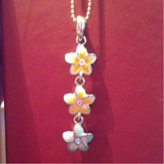 3-flowers necklace