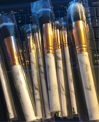 """BNIP 8 Piece Individually Wrapped Set of Black / White and Gold, 5.5"""" Makeup Brushes."""
