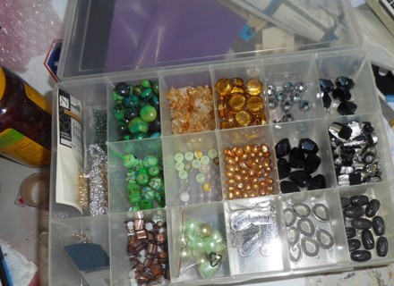 Container and Beads 10x7x1.5