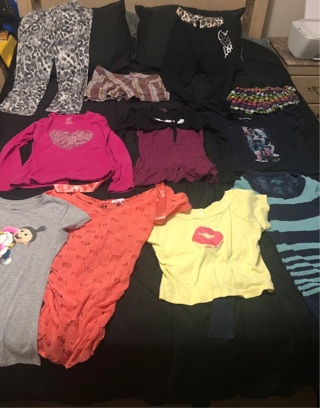 Girls clothes size 10/12 large mostly some juniors smalls as well