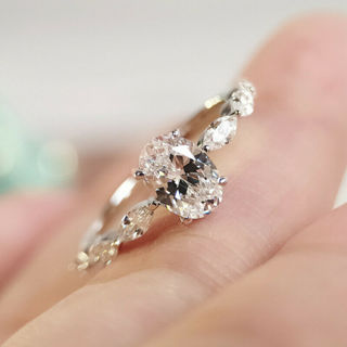 [GIN FOR FREE SHIPPING] 925 Silver Wedding Ring White Sapphire