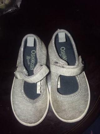 Little girl size 5 oshkosh shoes