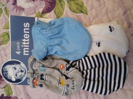 NWT Gerber baby mittens.