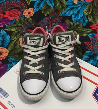 WOMEN'S Converse Shoes Size 4 chucks ALL STARS free shipping