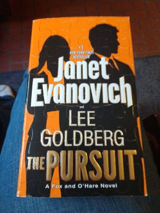 The Pursuit by Evanovich & Goldberg (paperback)