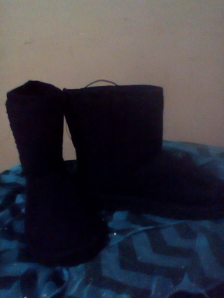 Brand New w/Tags Girls Boots Size 4---free shipping