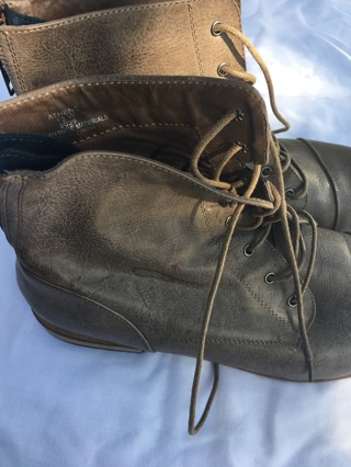 Avenue size 13 women's boots with zipper and laces