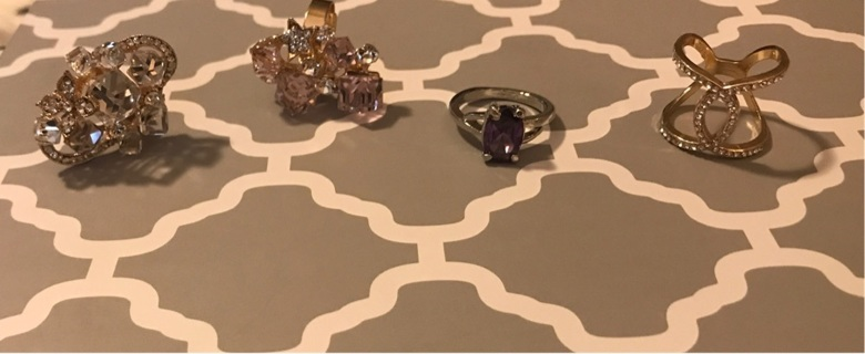 4 VERY SPARKLY RINGS