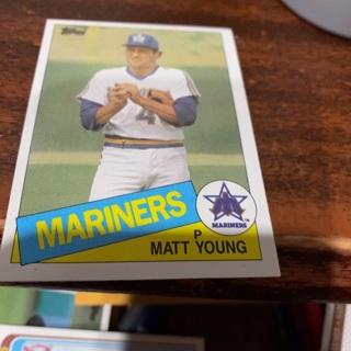 1985 topps Matt young baseball card