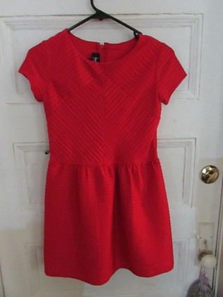EUC- BEAUTIFUL GIRLS RED PLEATED HOLIDAY DRESS SZ. 16