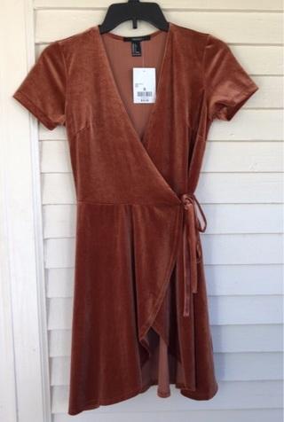 Forever 21 NWT Velvet wrap dress women's size small brown rust