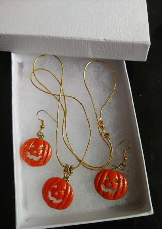 "Penny's ""Halloween Jewelry Set"" Auction"