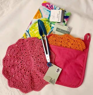 "Crochet 2 - 9"" Dish Cloth/Wash Cloths 1 VELOUR TOWEL***1 PAIR OFTONGS 1 POTHOLDER"