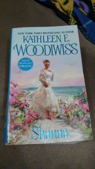 Shanna by Kathleen Woodiwiss (paperback)