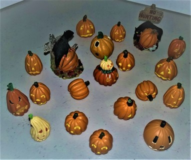 """20-piece ceramic Pumpkin Patch made in China for Department 56 - 2 larger pieces are 2 1/4"""" high"""