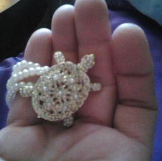 Pearl Bracelet with Rhinestone & Pearl Turtle