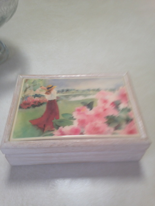 Vintage White wooden Box with porcelain   If GIN I pay postage