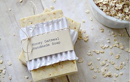 HOMEMADE RECIPE FOR HONEY OATMEAL SOAP