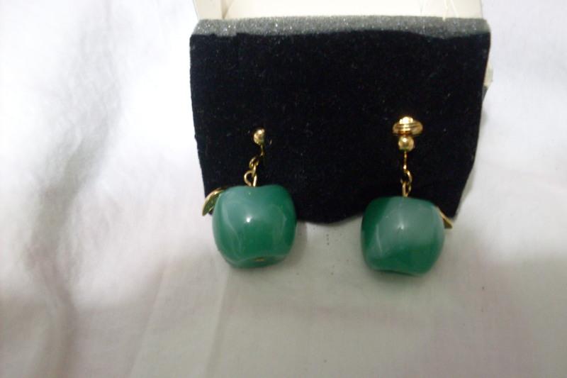 3ccb9ff31c706 Free: VINTAGE AVON APPLE EARRINGS - Earrings - Listia.com Auctions ...