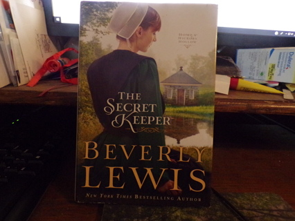 USED HARD COVER BOOK CALLED THE SECRET KEEPER BY BEVERLY LEWIS