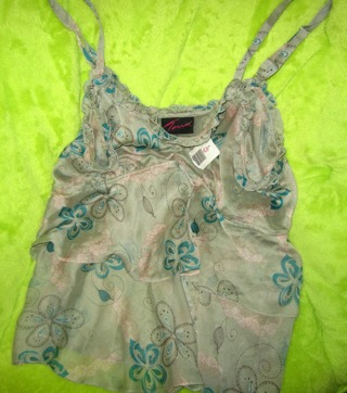 LOVELY Torrid Size 1 (PLUS SIZE) Blouse  - Great for Spring & Summer - Partial Tag Still Attached
