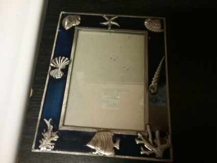 """STANDING PHOTO FRAME/HEAVY/FEELS LIKE STEEL AND MEDAL 6 1/2"""" x 5"""" MINT COND./SEE DETAILS"""