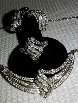 Chunky Bling 1/2 Diamond CTW Jewelry 4 piece set!!