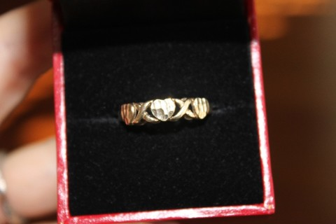 10 kt Yellow Gold Ring Very Cute Present