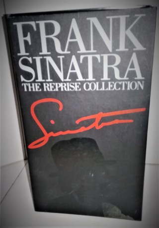 "FRANK SINATRA ""The Reprise Collection"" (3 cassettes) + 35-page biography"