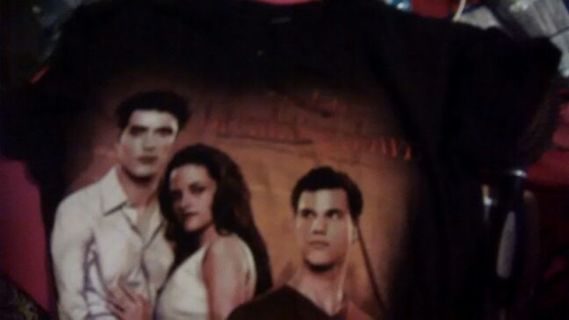 TWILIGHT Breaking Dawn shirt